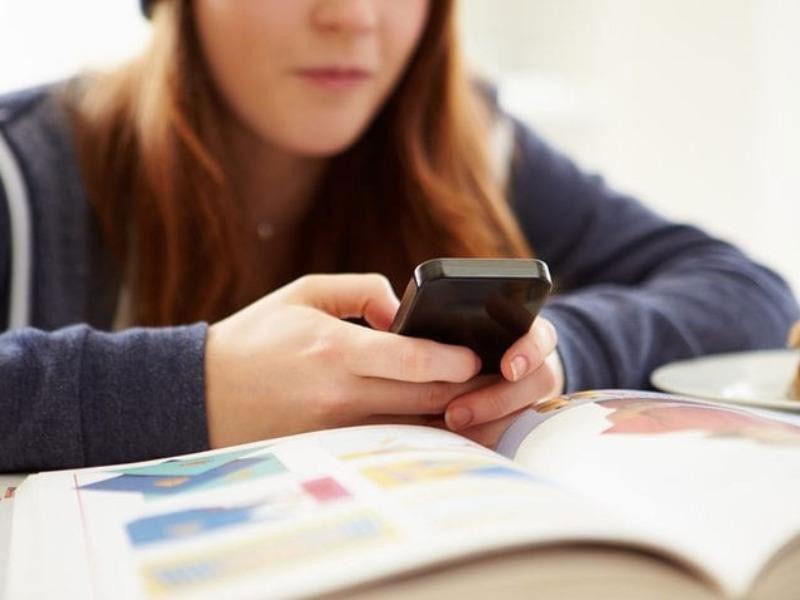 Đa phần các nước đều cấm học sinh sử dụng điện thoại - ảnh 1