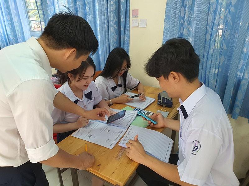Hiểu đúng quy định cấm dùng điện thoại trong lớp học - ảnh 1