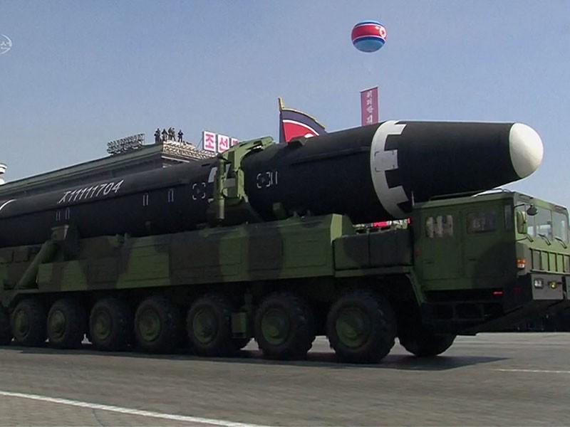 Triều Tiên chuẩn bị duyệt binh 'khoe' tên lửa đạn đạo mới? - ảnh 1