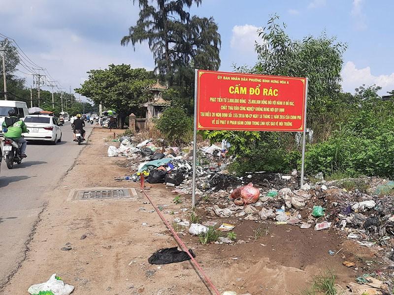 Điểm 'Cấm đổ rác' thành bãi rác - ảnh 2