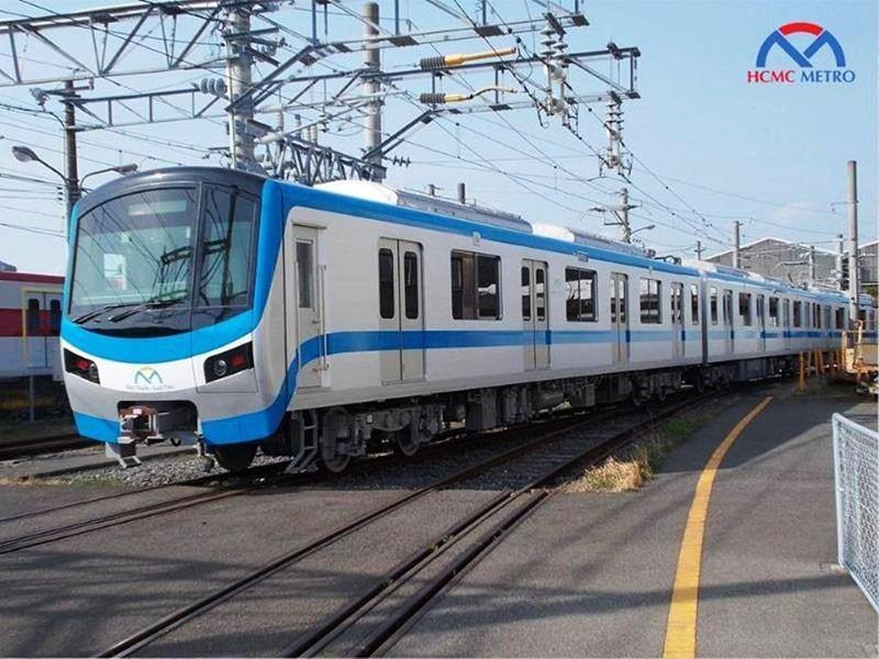 TP.HCM: Người dân háo hức chờ đón đoàn tàu metro số 1 - ảnh 2