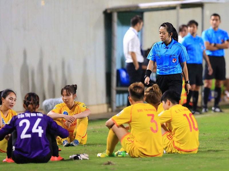 Án phạt đau đầu cho bóng đá Việt Nam - ảnh 1