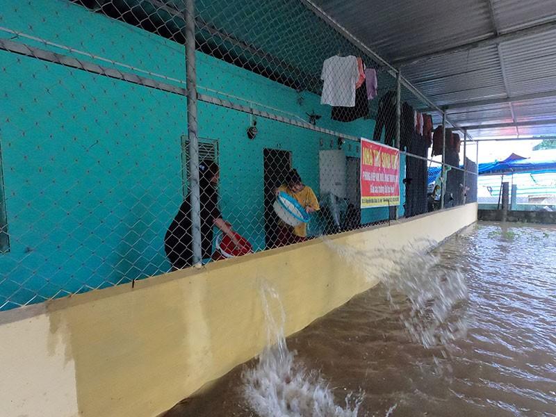 Cảnh báo mưa lũ lớn  kéo dài đến ngày 15-10 - ảnh 1