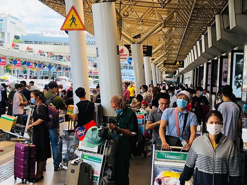 Hàng không phục hồi nhanh nhờ khách bay nội địa - ảnh 1