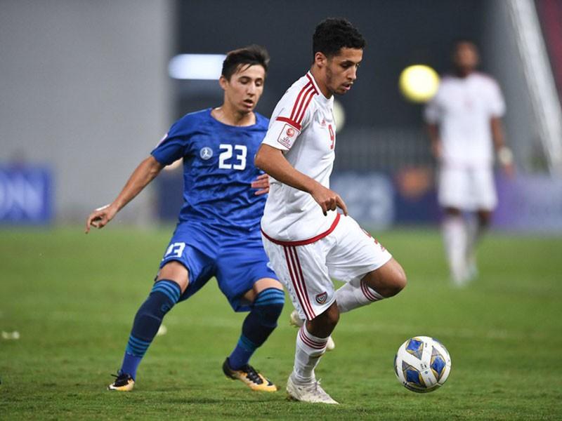 UAE khởi động sớm, thầy Park và các đội vẫn giậm chân - ảnh 1