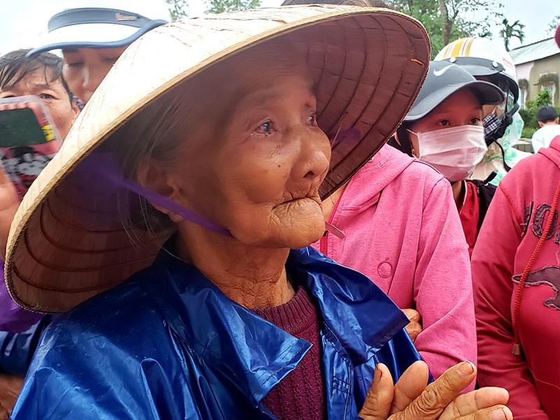 Nhật ký phóng viên: Đội cứu trợ Cụ Hồ phải không! - ảnh 1