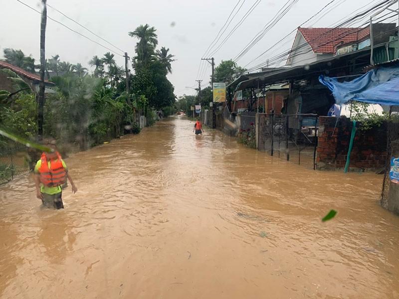 Quảng Nam, Quảng Ngãi tan hoang sau bão số 9 - ảnh 3