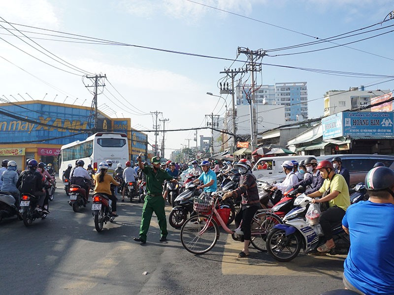 Bình Tân: Người dân nhiều năm ngóng đường mở rộng - ảnh 1