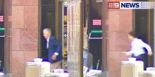 Cận cảnh: 5 con tin chạy thoát khỏi vụ bắt cóc tại Sydney - ảnh 4