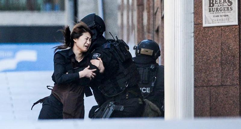 Cận cảnh: 5 con tin chạy thoát khỏi vụ bắt cóc tại Sydney - ảnh 1