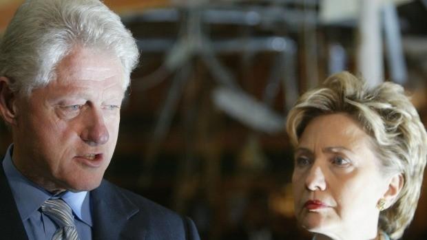Cựu Tổng thống Bill Clinton là 'bạn thân' của kẻ môi giới tình dục trẻ em - ảnh 2