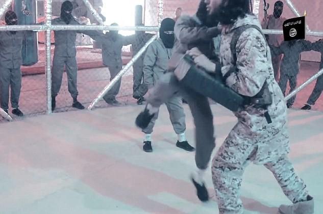 """Nhà nước Hồi giáo rèn """"chiến binh nhí"""" trong lồng sắt  - ảnh 3"""