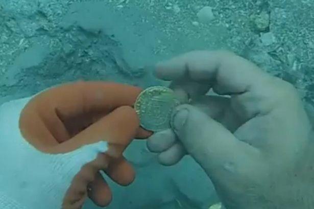 Phát hiện kho báu trong xác tàu Tây Ban Nha 300 tuổi - ảnh 2