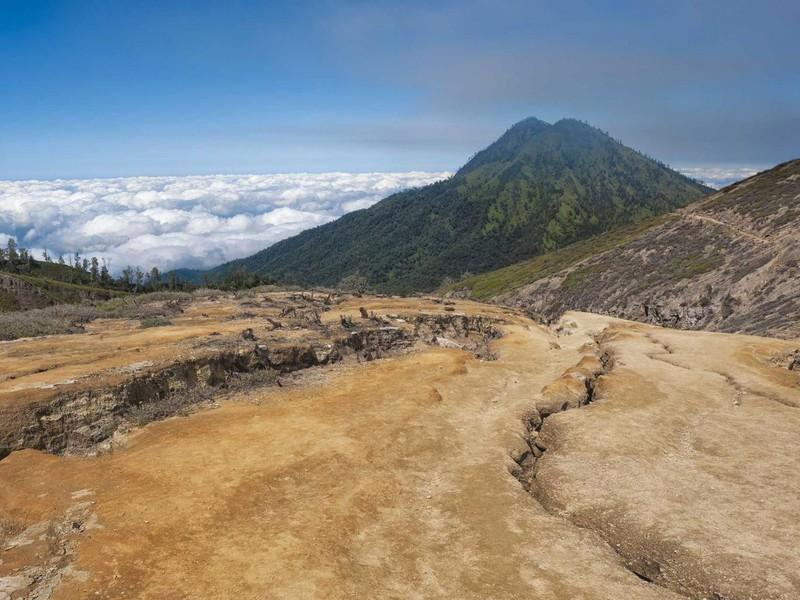 Máy bay chở khách mất tích ở Indonesia - ảnh 1