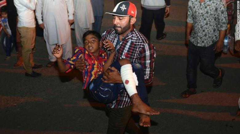 Taliban đánh bom đẫm máu, hơn 65 người thiệt mạng - ảnh 3