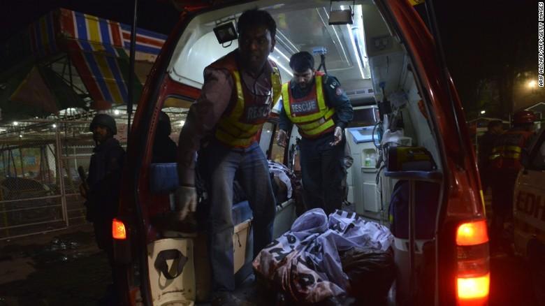 Taliban đánh bom đẫm máu, hơn 65 người thiệt mạng - ảnh 5