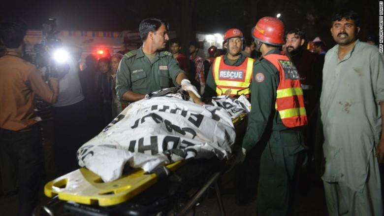 Taliban đánh bom đẫm máu, hơn 65 người thiệt mạng - ảnh 7