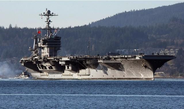 Bộ trưởng Quốc phòng Mỹ thăm tàu sân bay ở biển Đông - ảnh 1