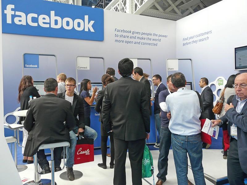 Algeria mở bệnh viện điều trị 'nghiện Facebook' - ảnh 1
