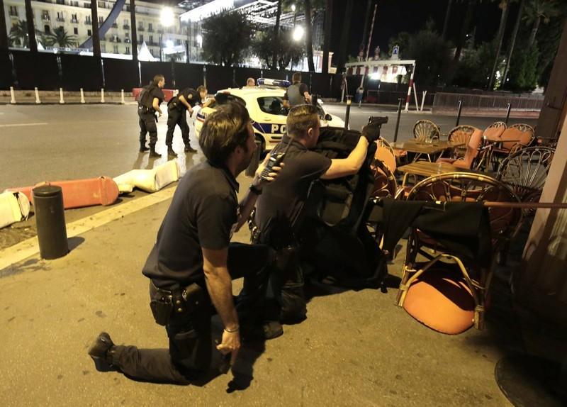 Khủng bố Quốc khánh Pháp: 84 người thiệt mạng, thương vong liên tục tăng - ảnh 12