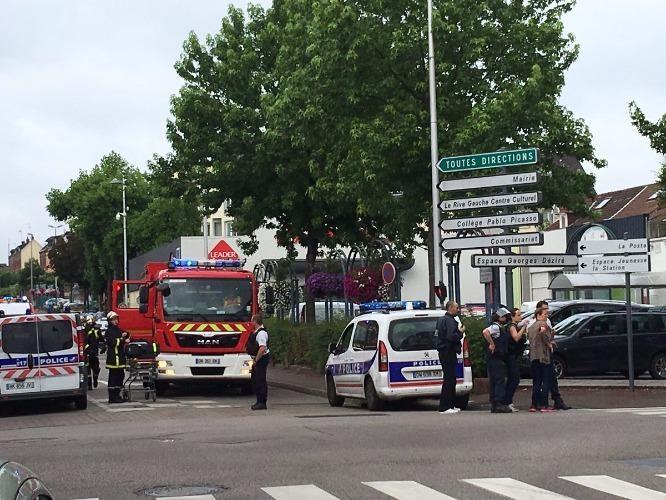IS nhận trách nhiệm vụ khủng bố nhà thờ tại Pháp - ảnh 1