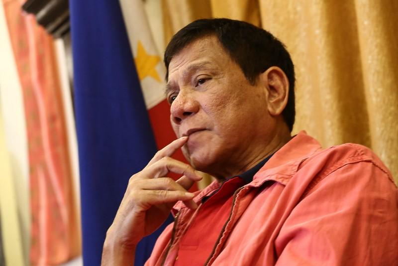 Tổng thống Philippines ông Rodrigo Duterte chia sẻ rằng cuộc sống của một nguyên thủ quốc gia quá nghiêm khắc và khô khan.
