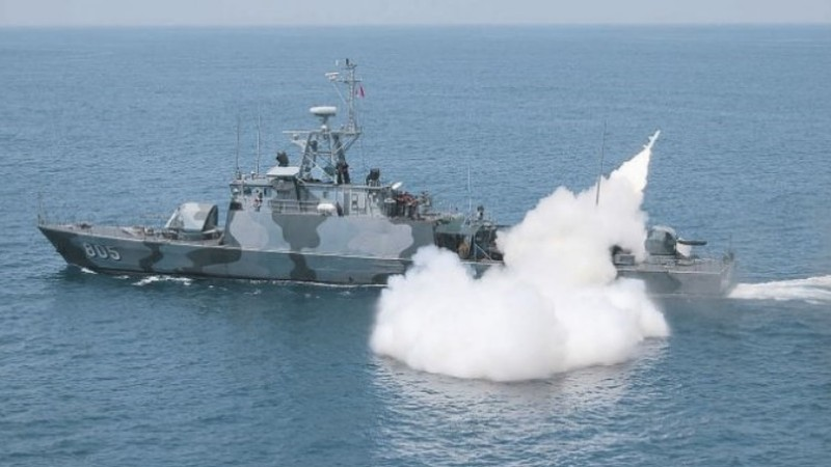 Một tàu chiến Indonesia phóng tên lửa chống tàu C-802 trong một cuộc tập trận. Ảnh: IHS Jane's