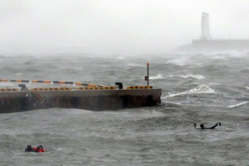 Hình ảnh Hàn Quốc tan hoang sau vì siêu bão Chaba