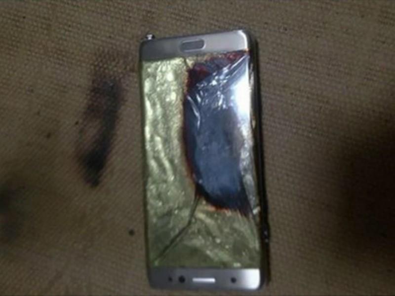 Hàng loạt sự cố cháy pin điện thoại Samsung Galaxy Note 7 đã khiến Samsung lao đao. Ảnh: AFP