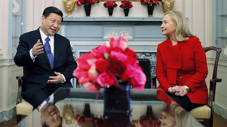 Bà Hillary Clinton trong cuộc gặp với ông Tập Cận Bình năm 2012. (Ảnh: AP)