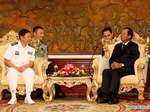 Đội tàu hải quân Trung Quốc rầm rộ thăm Campuchia - ảnh 2