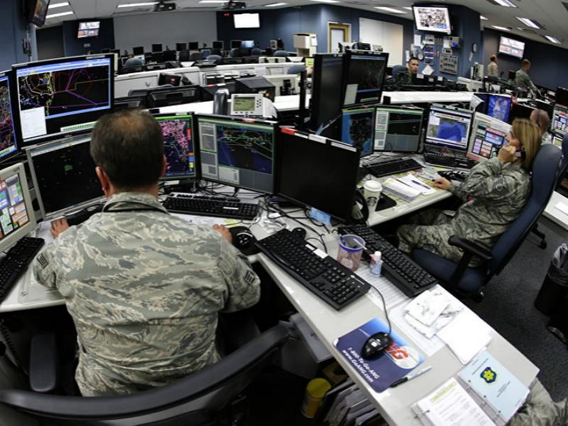 Không quân cảnh vệ quốc gia (Mỹ) đang điều khiển hệ thống máy tính.