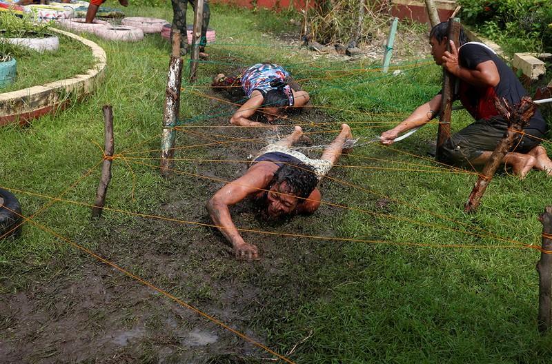 Hé lộ cuộc sống trong các trại cai nghiện Philippines - ảnh 11