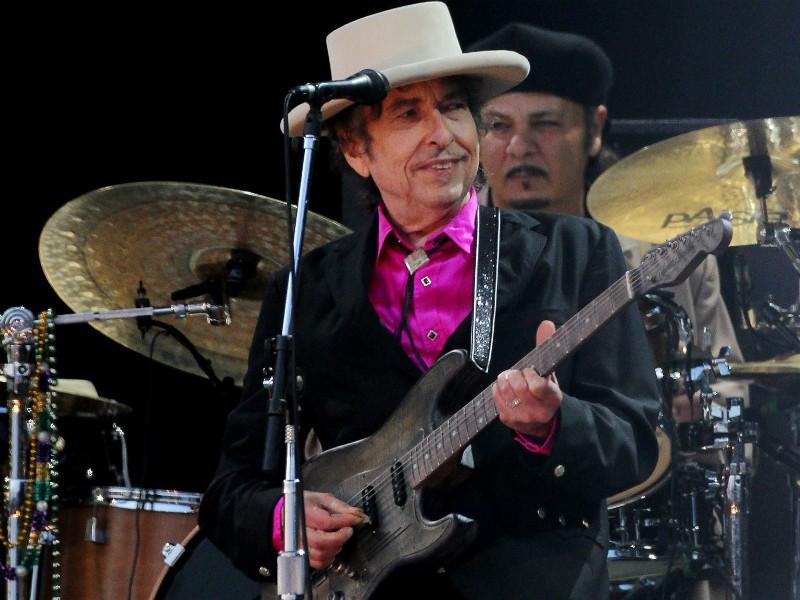 Bob Dylan lần đầu lên tiếng về giải Nobel văn học