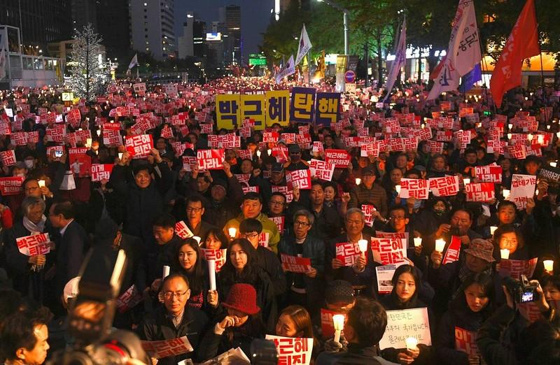 Người khiến tổng thống Hàn Quốc khốn đốn đã về nước - ảnh 2