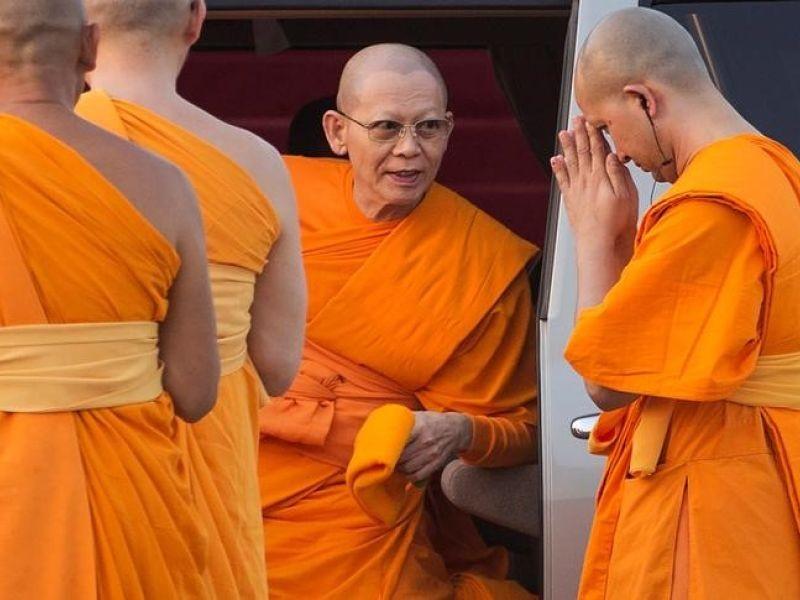 Cảnh sát Thái Lan ra tối hậu thư 6 ngày cho sư trụ trì - ảnh 1