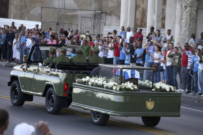Đưa lãnh tụ Fidel Castro về nơi an nghỉ cuối cùng - ảnh 7