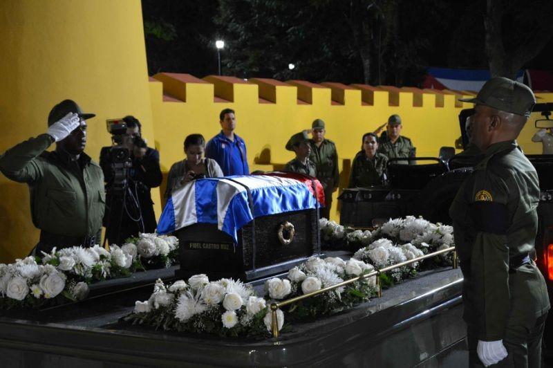 Di cốt lãnh tụ Fidel đã về đến 'cái nôi' cách mạng - ảnh 3