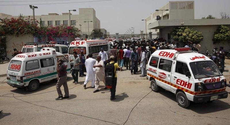 Cháy khách sạn Pakistan: Ít nhất 11 người chết - ảnh 5
