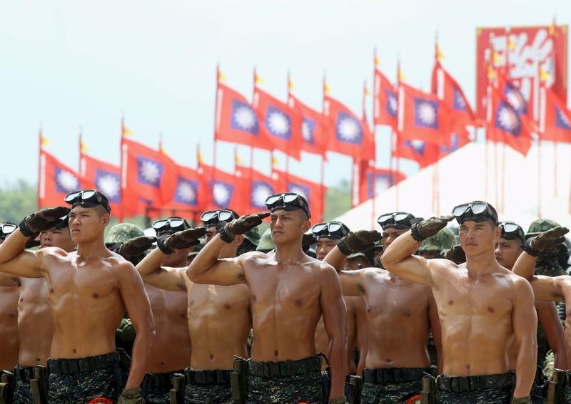 Lãnh đạo Đài Loan bất ngờ kêu gọi thanh niên nhập ngũ