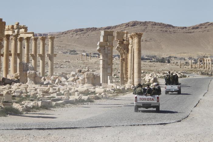 Bất chấp 'mưa bom' của Nga, IS tái chiếm Palmyra