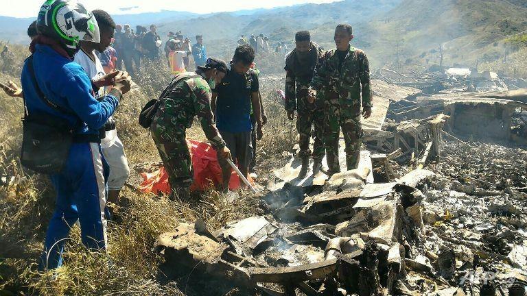 Máy bay Không quân Indonesia rơi, 13 người chết - ảnh 1