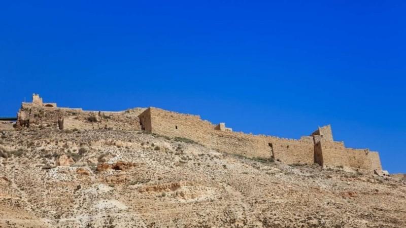 Khủng bố xả súng tại lâu đài Jordan, nhắm vào cảnh sát - ảnh 1