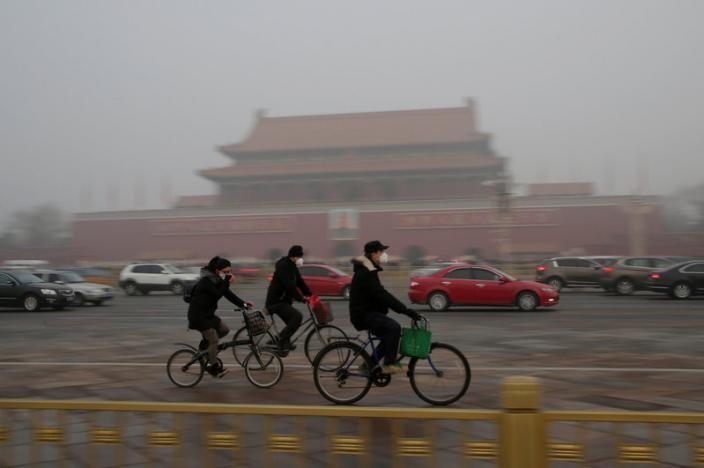 Trung Quốc báo động ô nhiễm: Cấm xe, đóng cửa nhà máy - ảnh 2