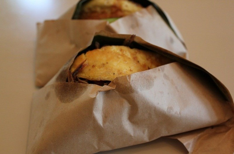 Hiểm hoạ hoá chất từ giấy gói thức ăn nhanh - ảnh 1