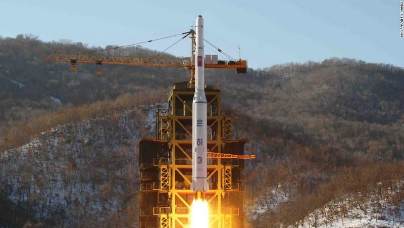 Triều Tiên phóng tên lửa ngay sau gặp gỡ Trump-Abe - ảnh 1