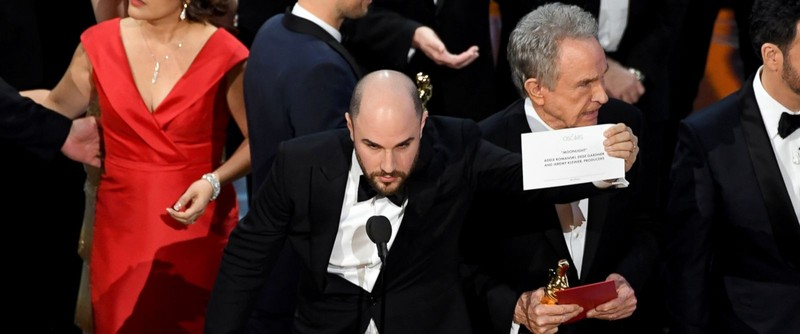 Vì sao xảy ra nhầm lẫn tai hại trao nhầm giải Oscar? - ảnh 1