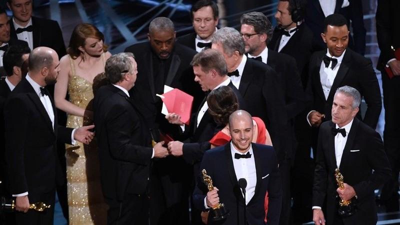 Vì sao xảy ra nhầm lẫn tai hại trao nhầm giải Oscar? - ảnh 2