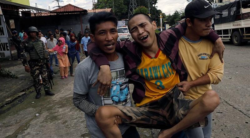 2.000 dân kẹt lại Marawi, chân rết IS dọa tử hình - ảnh 1