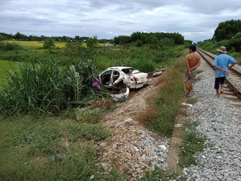 Tàu lửa va chạm với ô tô ở Quảng Ngãi - ảnh 1